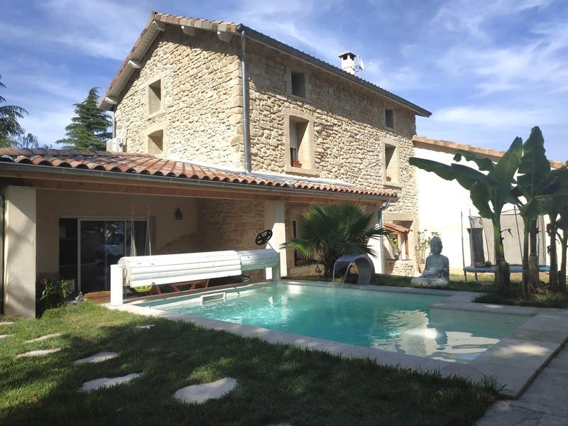 Maison en pierre avec mini piscine sécurisée Peyrins 26